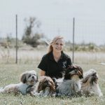 Caroline Haider mit den Hunden Harvey, Honey, Balu und Sammy